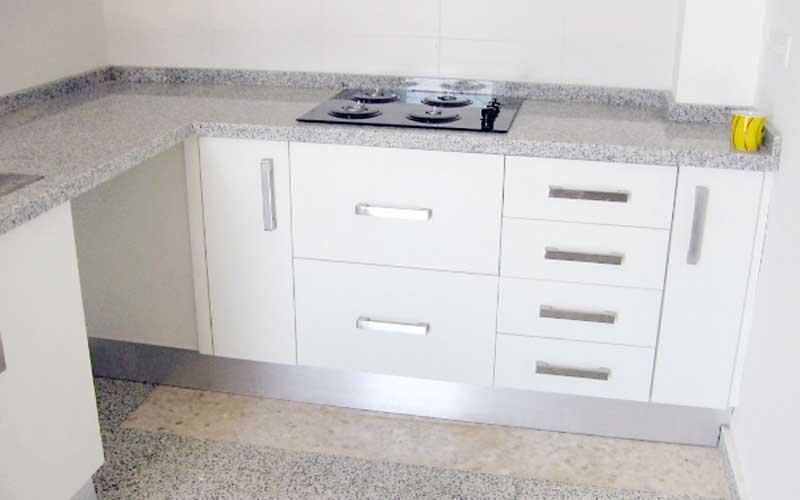 Cocinas blancas con granito fabricada por cug arte y - Cocinas blancas con granito ...