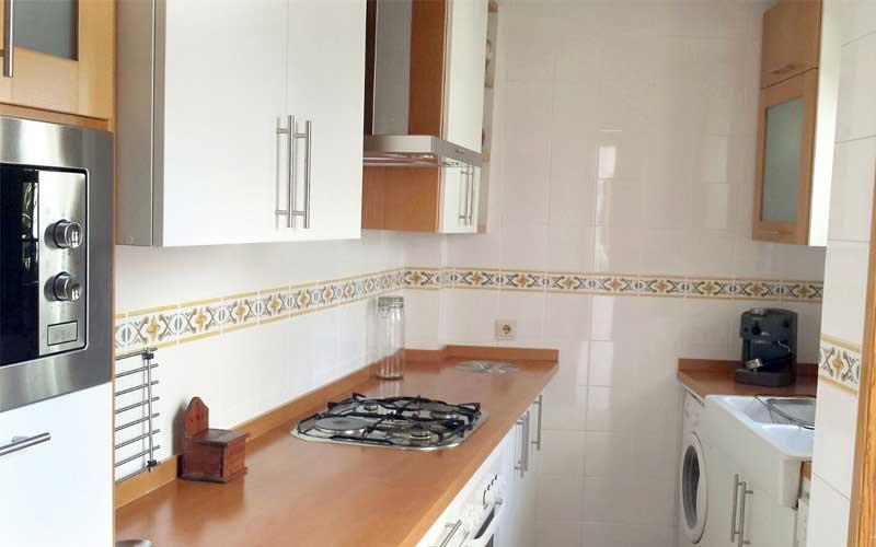 Muebles de cocina de madera carpinter a ebanisteria - Cocina blanca encimera blanca ...