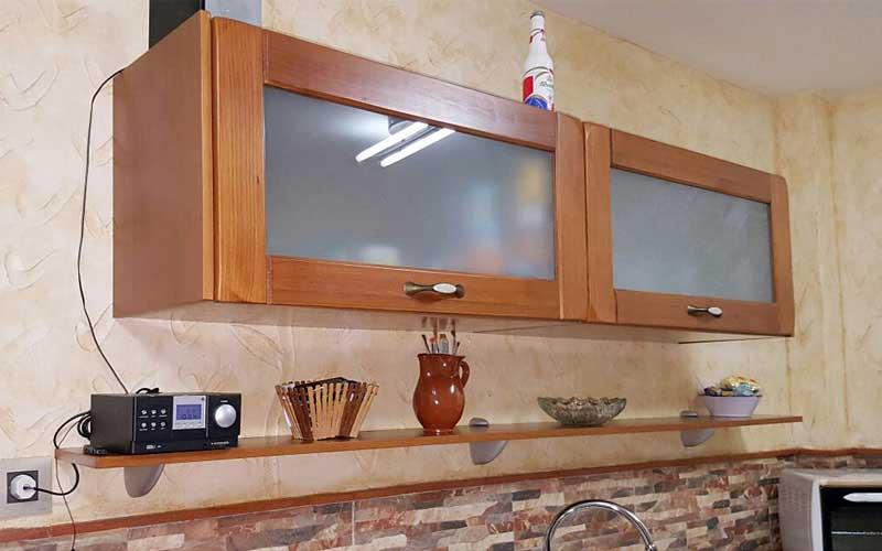 Muebles de cocina de madera carpinter a ebanisteria for Muebles de cocina colgantes