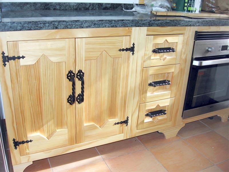 Villano Destino cangrejo  Muebles de cocina de madera. Carpintería ebanisteria Salvador Diaz e hijos.