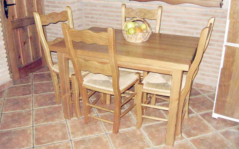 Muebles de cocina de madera carpinter a ebanisteria for Sillas de madera rusticas